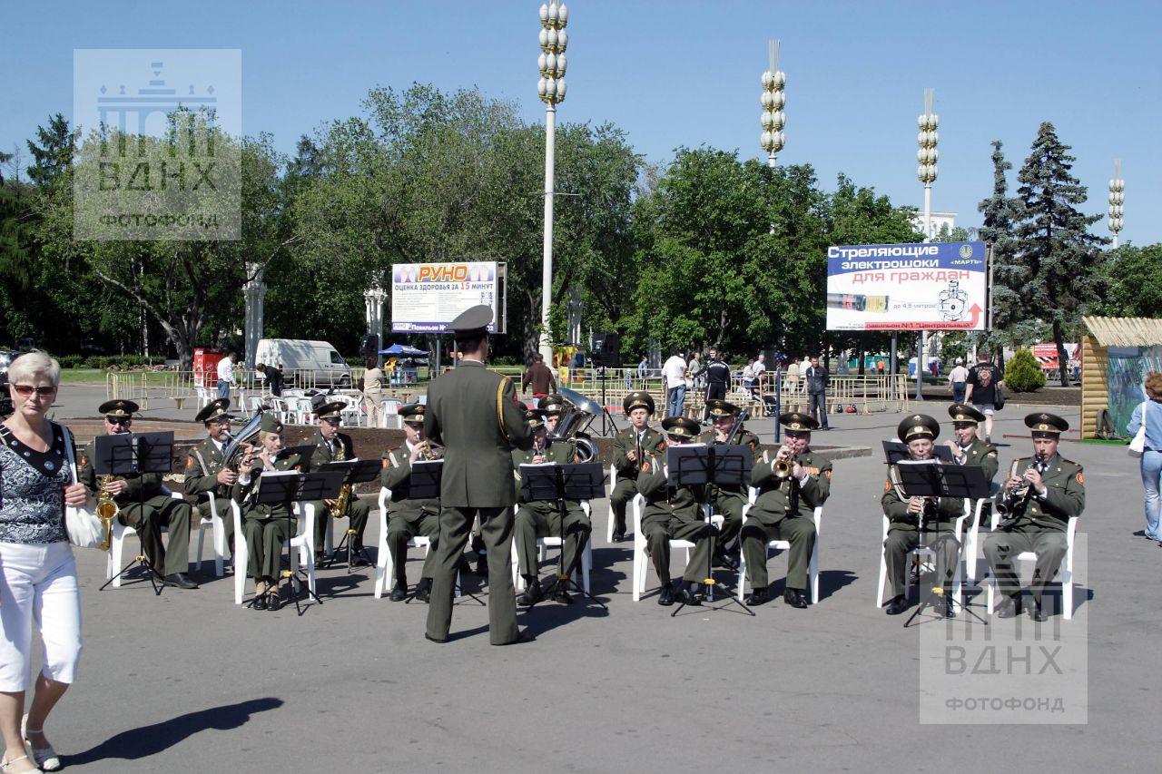 Военный оркестр на центральной аллее