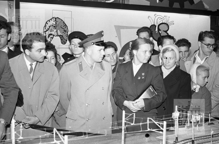 Гагарин с Валентиной Гагановой.