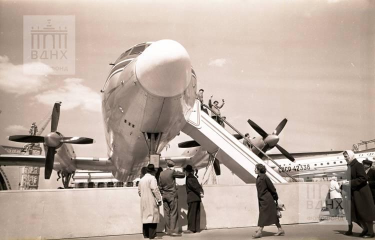 Самолет на площади Промышленности
