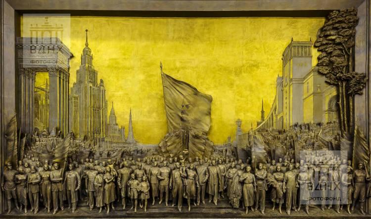 """Горельеф """"Знаменосцу мира, советскому народу - слава!"""" после реставрации"""