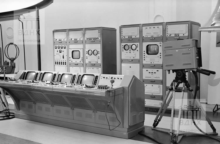 """Павильон """"Радиоэлектроника"""" (бывш. """"Поволжье""""). Малый телецентр."""