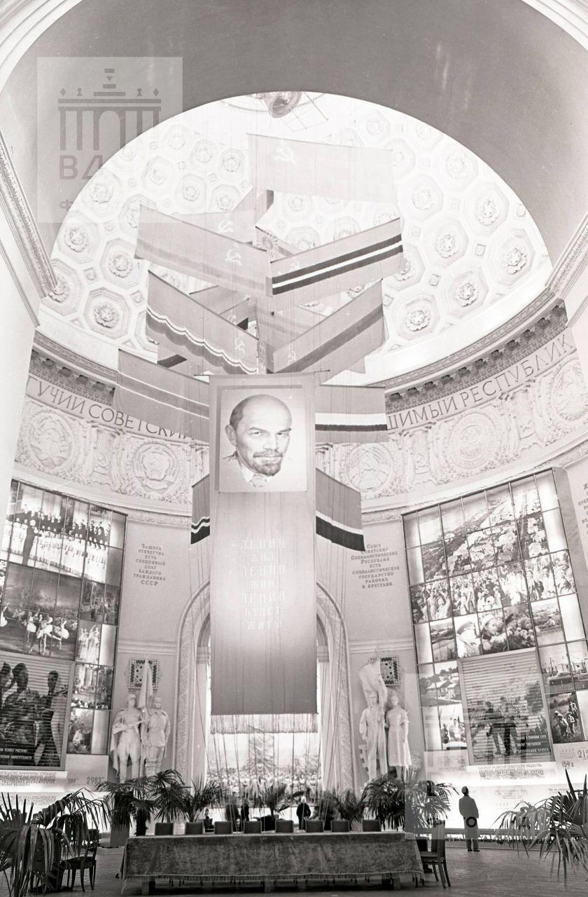 Центральный зал Главного павильона