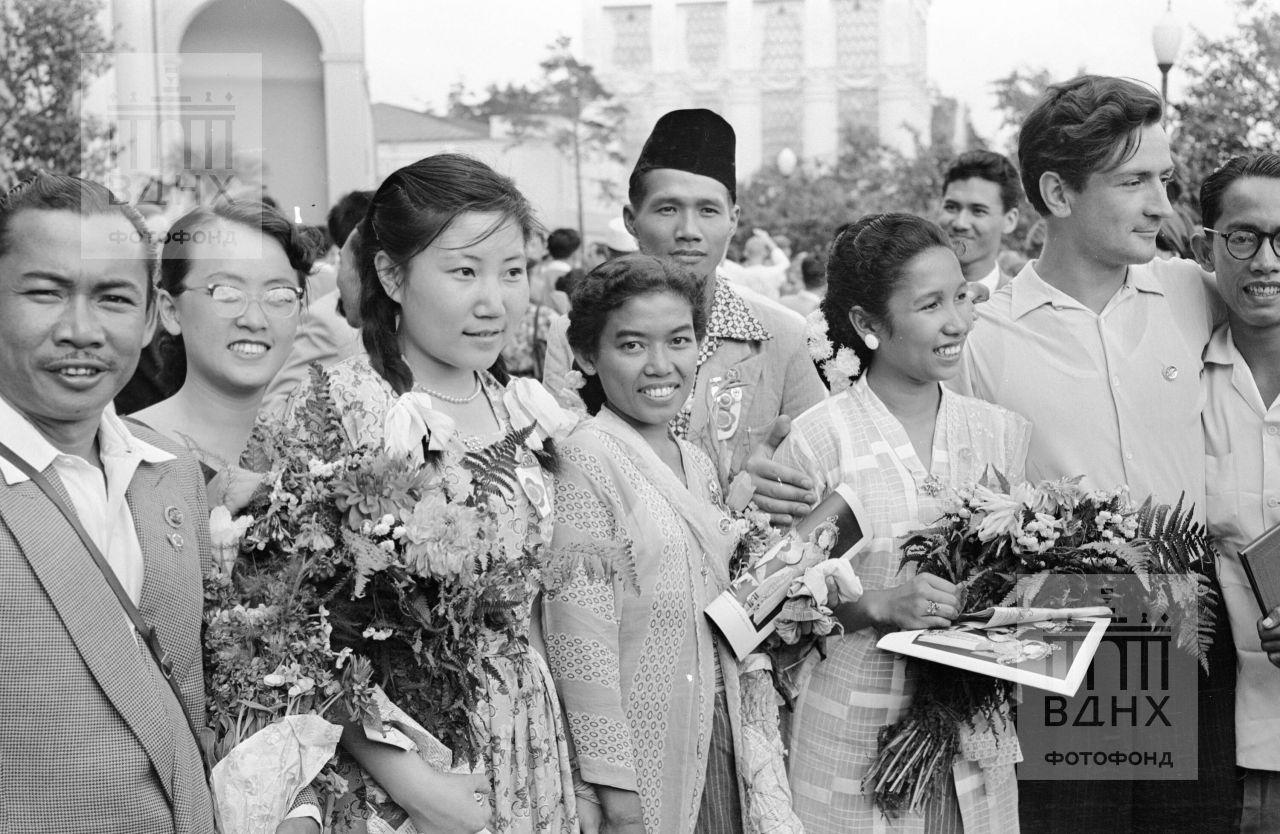 Фестиваль. Индонезия, Китай, ССР.