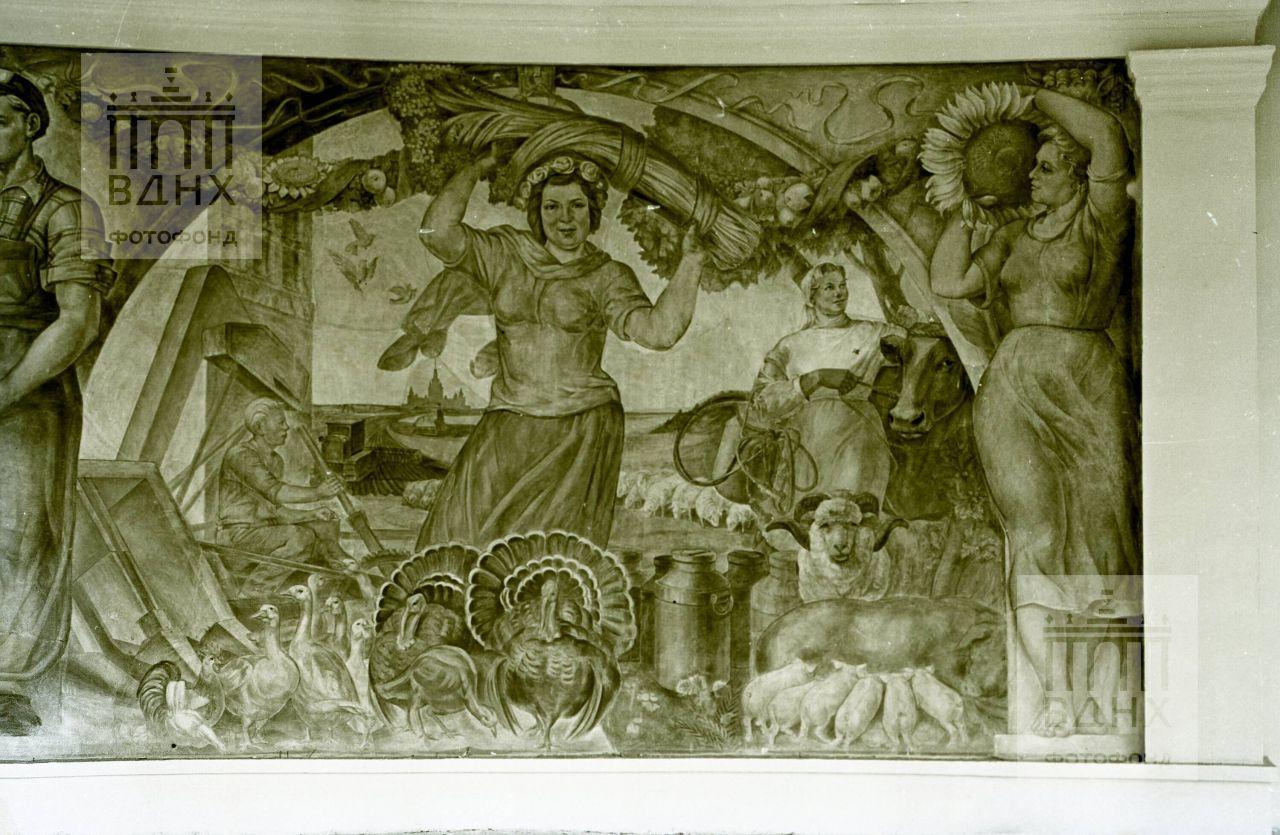 "Фрагмент фрески ""Народы России построили социализм"""