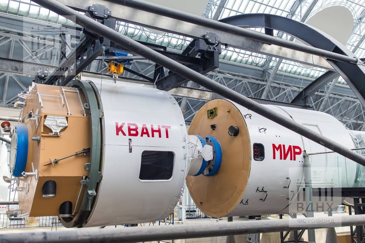 "Экспонат Центра ""Космонавтика и авиация"" ВДНХ"