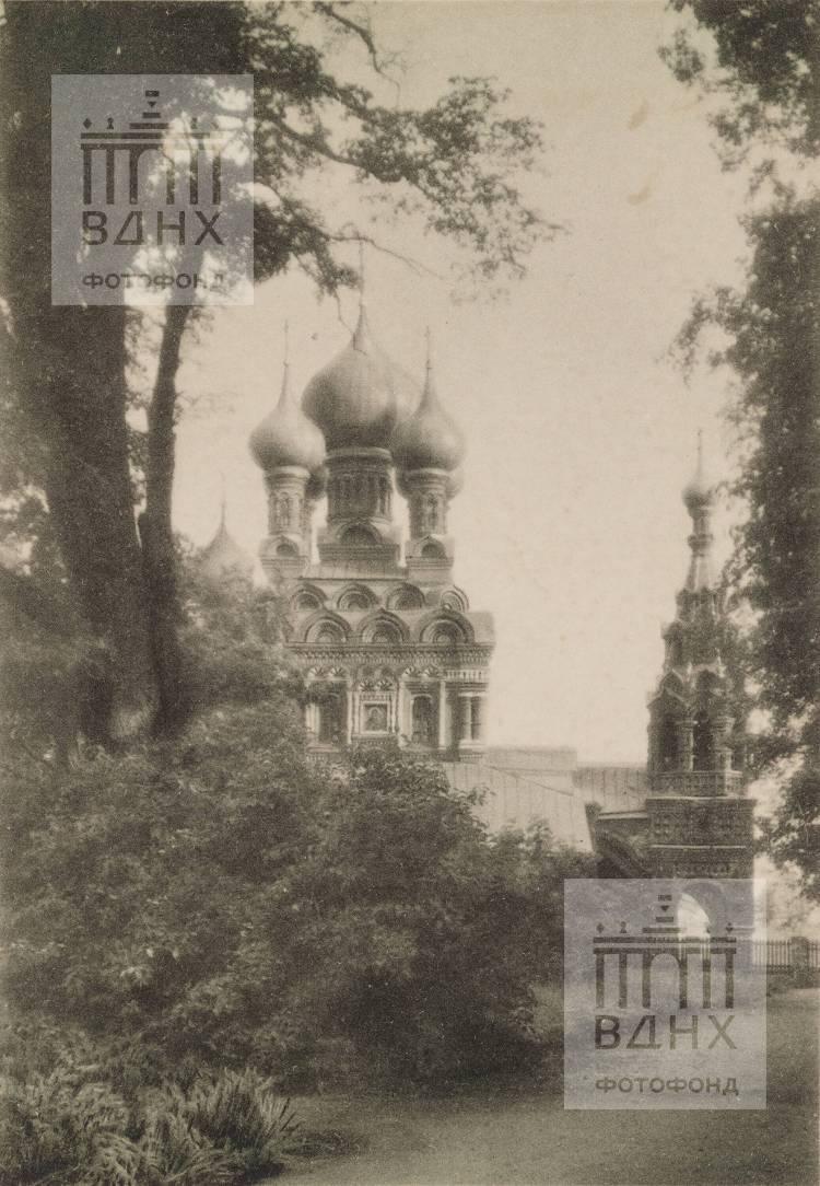 Окрестности Москвы. Церковь Живоначальной Троицы в Останкине