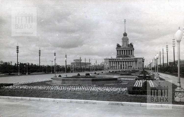 Партер перед Главным павильоном.