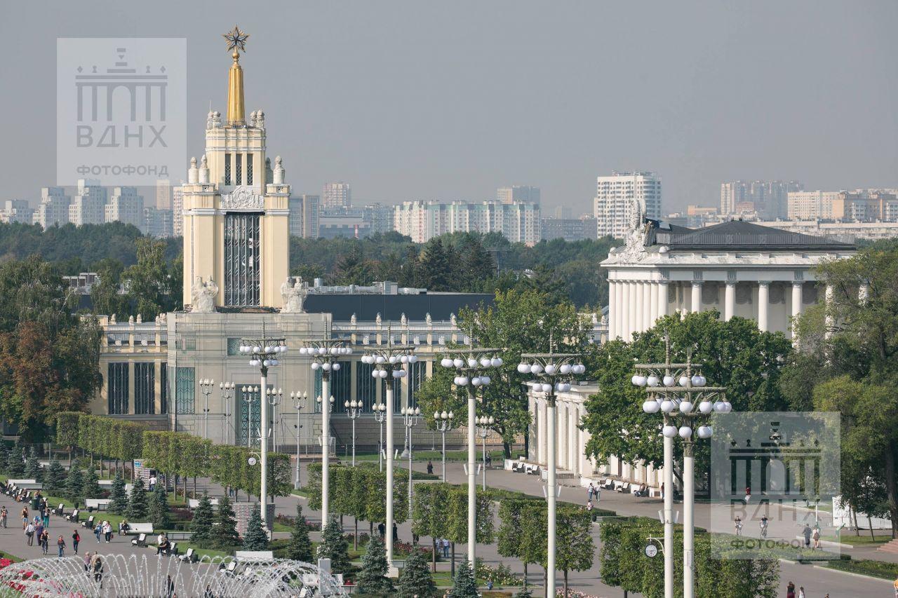 """Вид на павильоны """"Зерно"""" и """"Оптика"""""""
